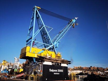 Atraca en el Puerto de Almería el buque-grúa Saipem 3000 para su mantenimiento hasta mitad de enero