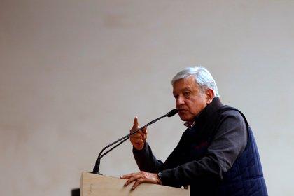 """El presidente de Cantabria (España) pide """"un margen de confianza"""" para López Obrador en un encuentro con empresarios"""