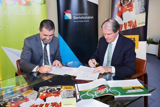 Firma de un convenio entre la Fundación Bertelsmann y el Grupo Anaya