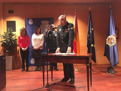 """El nuevo jefe de la Policía Gonzalo Espino toma posesión con el encargo de """"luchar contra la violencia de género"""""""