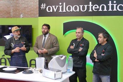 Cocineros especialistas en tapas enseñan a preparar pinchos con productos de Ávila Auténtica