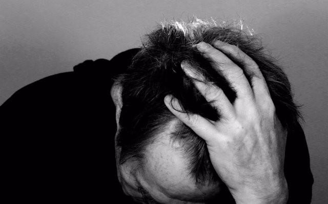 Dolor de cabeza, ictus, malestar, fatiga, mareo