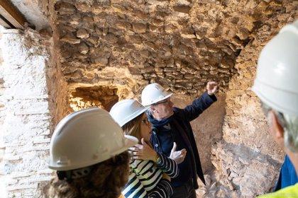 Las excavaciones del Anfiteatro Romano hallan estancias abovedadas que podrán visitarse en Navidad