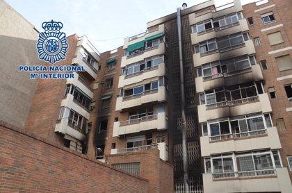Policía investiga varias llamadas ciudadanas tras pedir colaboración para dar con el autor de un incendio en Granada
