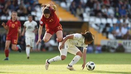"Eva Navarro: ""Esperemos que en un futuro vivamos del fútbol femenino"""