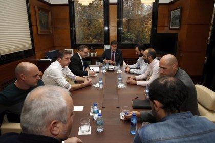 El comité de empresa de Alcoa se reúne con Javier Fernández para aunar esfuerzos en favor de la paralización del ERE