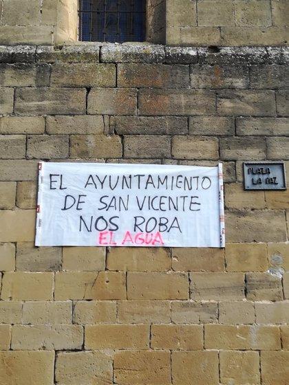 """Vecinos de Rivas de Tereso, aldea de San Vicente de la Sonsierra, protestan por """"querer expropiarles su fuente"""""""