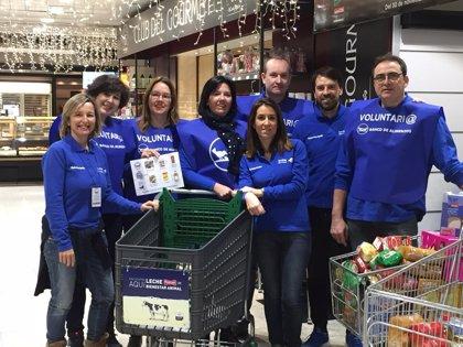 El voluntariado de Ibercaja participa en la gran campaña de recogida de alimentos