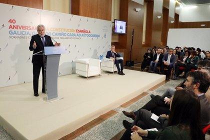 Expertos y políticos destacan en el Parlamento la importancia de la Constitución para el desarrollo del autogobierno
