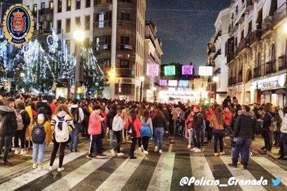 Unas 4.000 personas acuden a una manifestación antifascista en el centro de Granada y obligan a cortar calles