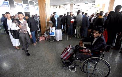 Llega a Omán el avión con los milicianos huthis heridos, condición previa para las negociaciones de paz
