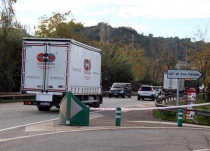 Mor el conductor d'una motocicleta en xocar amb un camió a la C-1413a a Sant Cugat del Vallès
