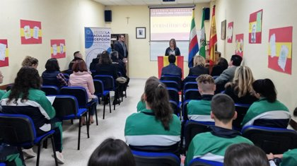 Escolares de Linares realizan una lectura continuada de la Constitución