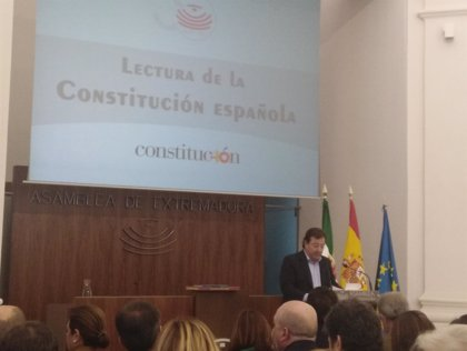 Vara, Monago y Blanca Martín celebran en la Asamblea de Extremadura el 40º aniversario de la Constitución con su lectura