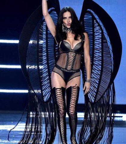 """Adriana Lima, el ángel de Victoria's Secret, deja sus """"alas"""""""