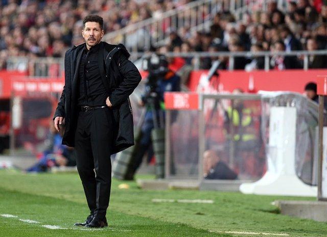 Diego Simeone dirigiendo al Atlético