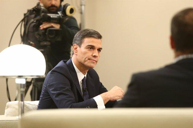 Pedro Sánchez durante una entrevista en La Moncloa