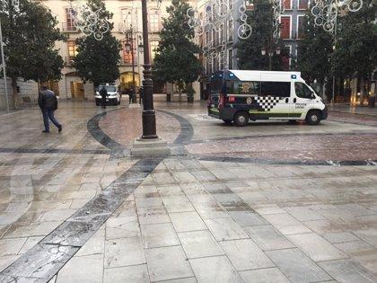 """Desalojada de madrugada la acampada contra el """"fascismo"""" ante el Ayuntamiento de Granada"""