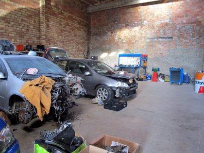 Denuncien el responsable d'un taller il·legal de la Segarra que reparava vehicles amb peces de desguàs