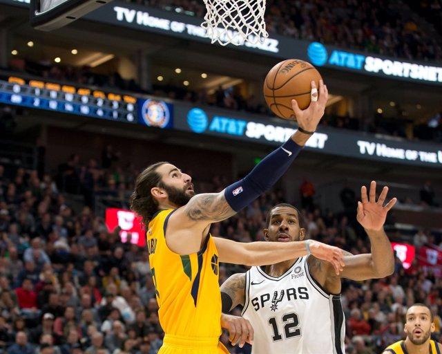Ricky Rubio (Utah Jazz) y LaMarcus Aldridge (San Antonio Spurs)