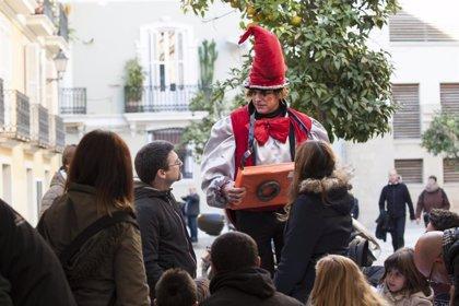 San Nicolás celebra su santo con una fiesta infantil con magos, cuentacuentos, hinchables y paella