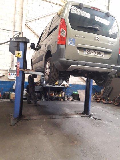 Localitzen un taller il·legal de reparació de cotxes en un poble de Lleida