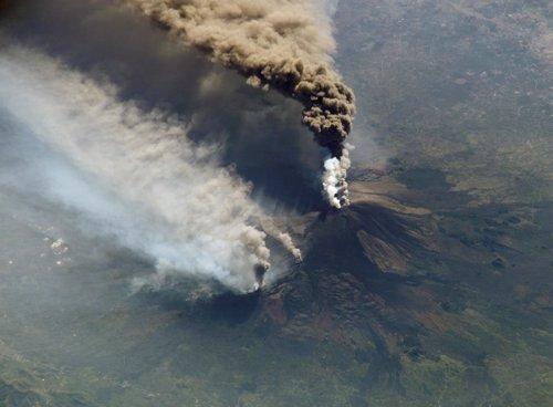 Erupción del Etna vista desde el espacio