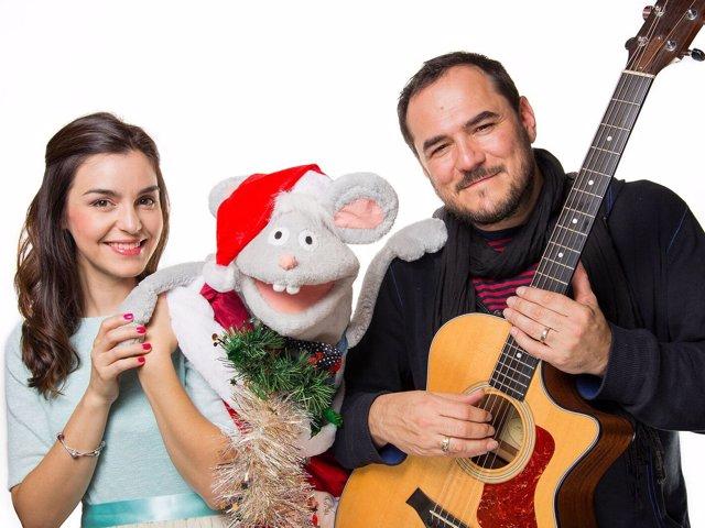 Ismael Serrano y su pareja Jimena Ruiz Echazú en 'Canciones de Navidad'