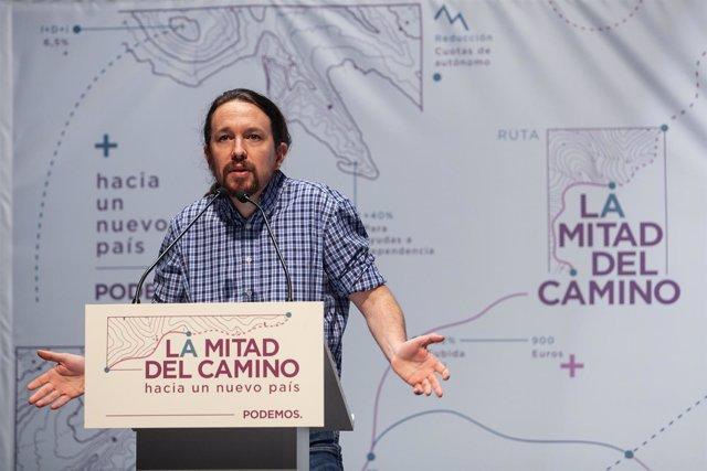 El secretario general de Podemos, Pablo Iglesias, y la coordinadora de Podemos