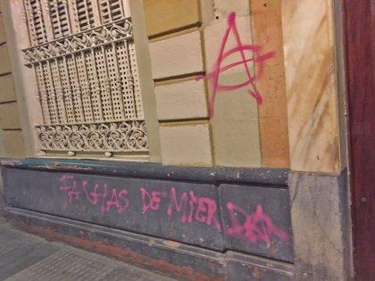 """PP pide """"responsabilidades"""" por los actos vandálicos contra su sede en Cádiz en la protesta contra Vox"""