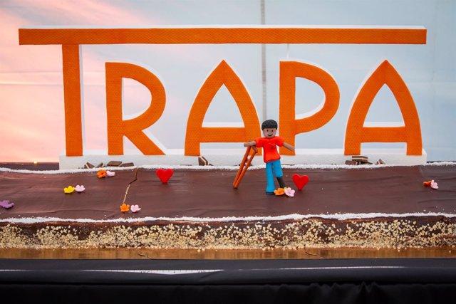 Personas con discapacidad intelectual elaboran una tarta de chocolate gigante po