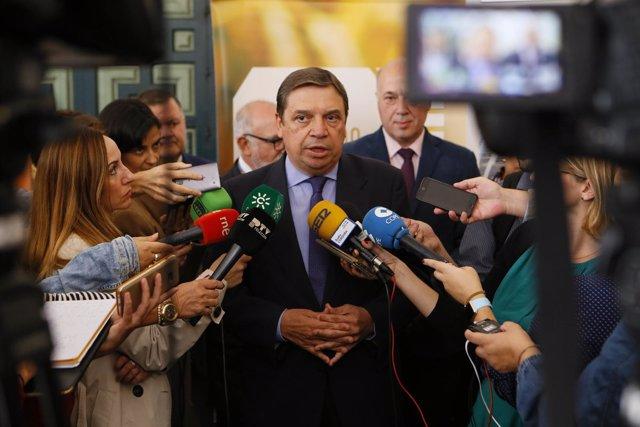 En Córdoba, el ministro de Agricultura, Pesca y Alimentación, Luis Planas, atien