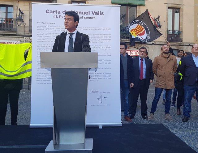 Manuel Valls intervé en un acte al barri del Raval a Barcelona
