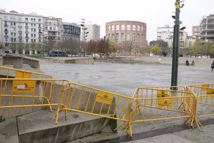 Tanques a la plaça U d'Octubre de Girona per separar les concentracions de VOX i la Plataforma Antifeixista aquest 6-D