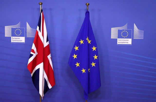 Banderas de la UE y Reino Unido en Bruselas