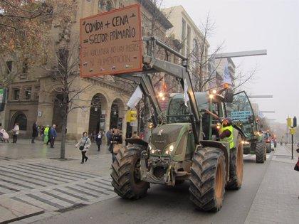 """Más de 300 tractores y centenares de agricultores claman por una agricultura """"viva"""" y con futuro"""