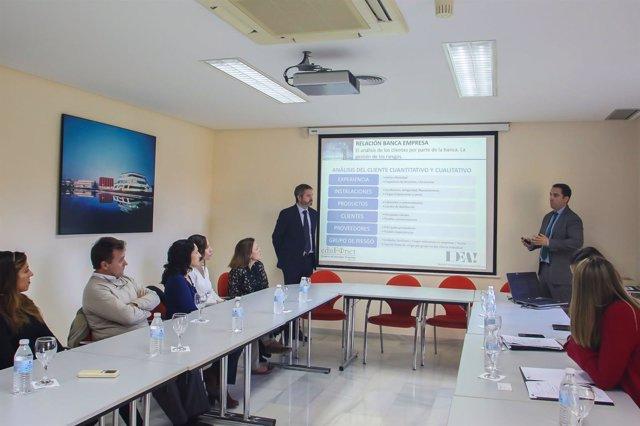 Proyecto Edufinet de Unicaja explica a empresarios del PTA