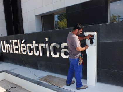 Canarias cuenta con más de 180 puntos de recarga de coches eléctricos, según Unieléctrica