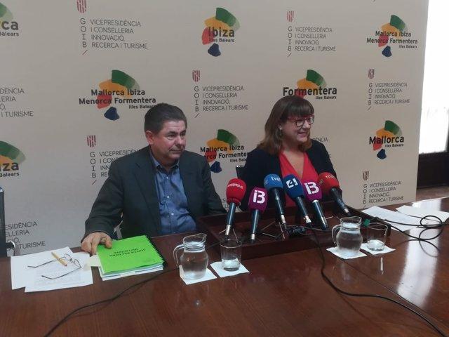 El director general de Turismo, Antoni Sansó y la consellera Bel Busquets