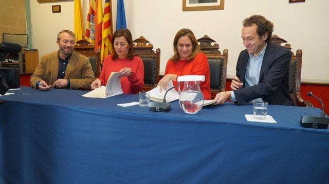Armengol y Marc Pons firman un acuerdo en Menorca