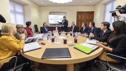 """López Miras tacha de """"incongruente"""" que se esté a favor de la unidad de España pero se quiera eliminar las autonomías"""