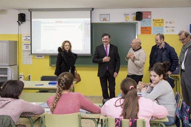 Mañanes en su visita al colegio, en Alceda