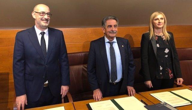Félix Alvarez, Revilla y Noelia Cobo firman el acuerdo de presupuestos