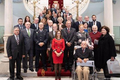 El Ayuntamiento de Cartagena celebra los 40 años de la Constitución homenajeando a la primera Corporación democrática