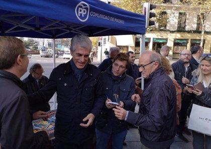 """Almeida ve en la decisión del Ayuntamiento de instalar belenes en la Puerta de Alcalá """"una operación de blanqueamiento"""""""