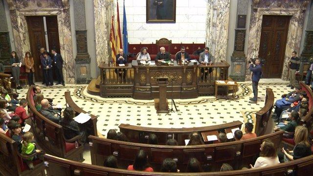 Joan Ribó preside la lectura de la Constitución en el Ayuntamiento de València