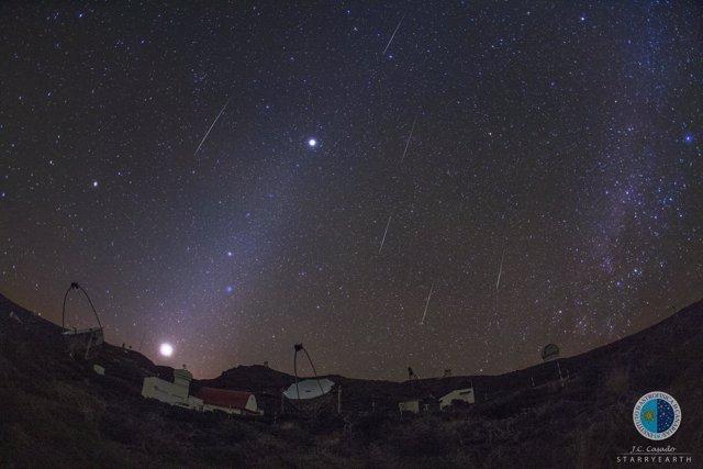 Meteoros gemínidas sobre los telescopios MAGIC