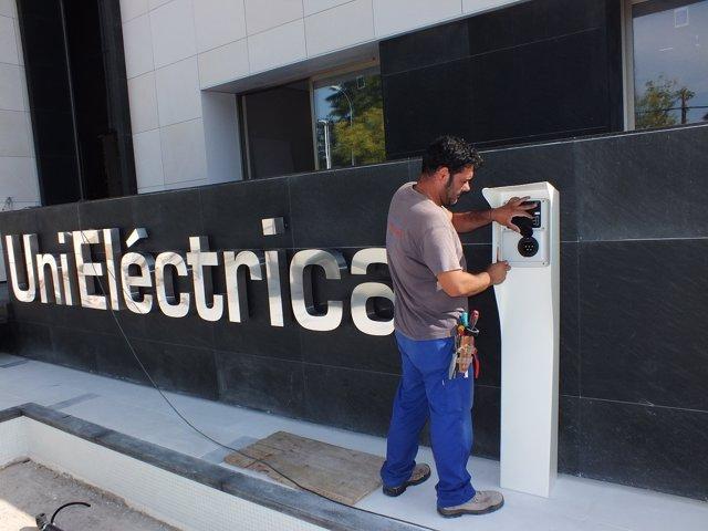 Punto de recarga de coche eléctrico de Unieléctrica
