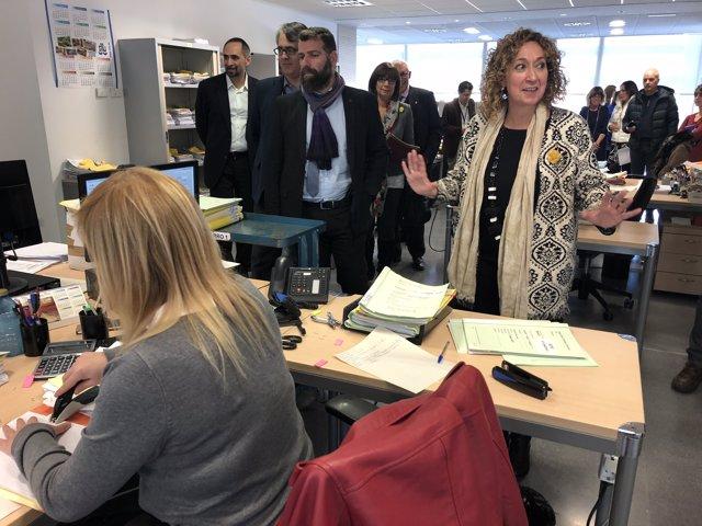 La consellera Ester Capella visita els jutjats del Vendrell
