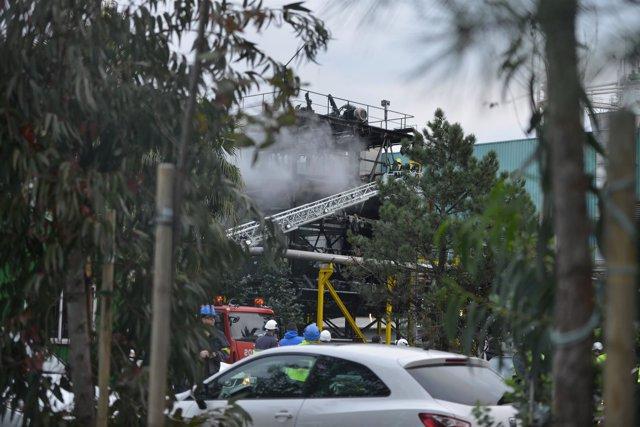 Incendio na fábrica Ence en Pontevedra